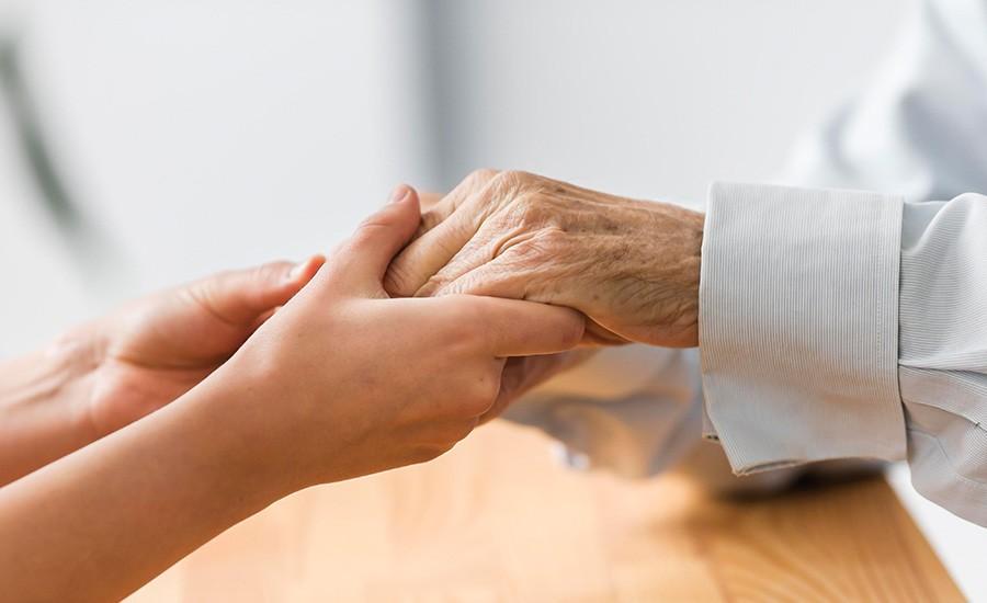 Alzheimer : accompagner les seniors à défaut de guérir !